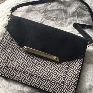 Like New ! Stella & Dot Tia Crossbody Bag